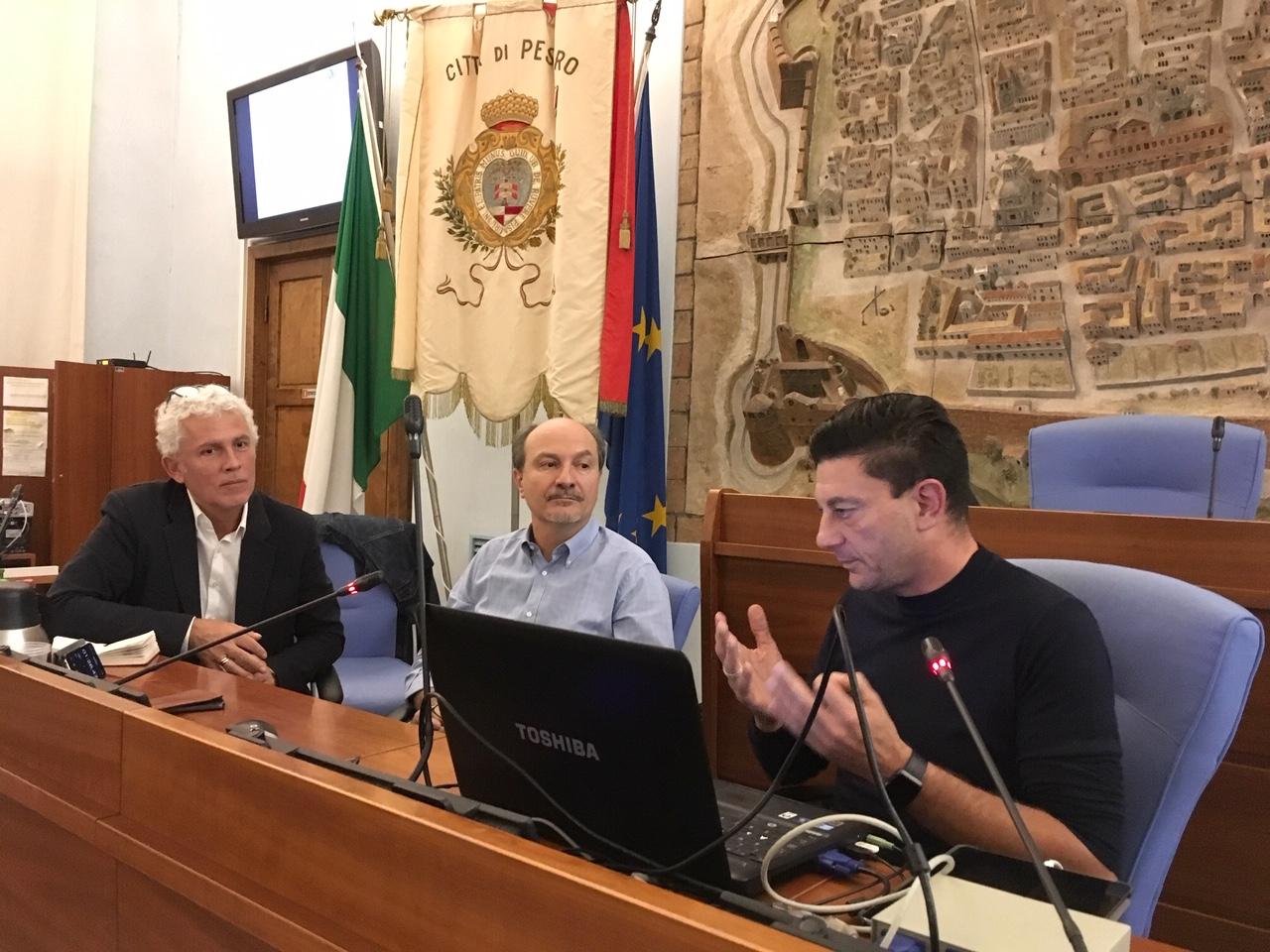 Pier Giorgio Pardi, mobility manager del comune di pescara, durante il suo intervento ala scuola di bicipolitana a pesaro